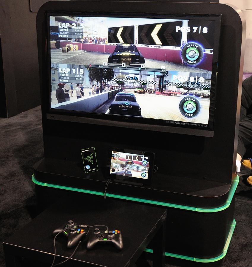 Razer Edge: Gaming-Tablet mit Controller, Keyboard und Dock angespielt - Razer Edge auf der CES 2013 - Spielen am TV mit Dock und Tablet als Zweitbildschirm (Bild: Nico Ernst/Golem.de)