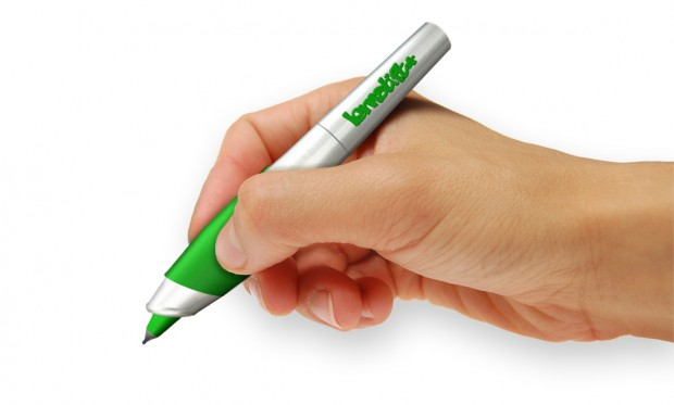Der Lernstift zeigt durch Vibrationen an, wenn der Schreiber einen Fehler macht. (Bild: Lernstift.com)