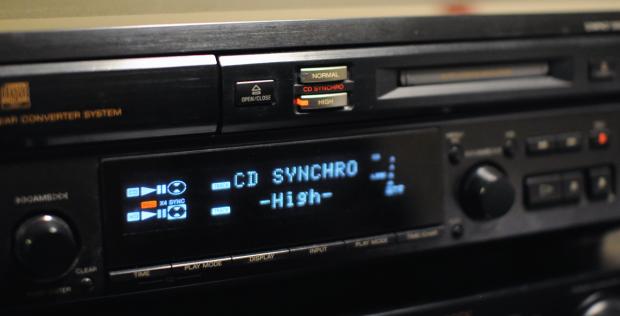 Der Minidisc-Recorder MXD-D3 beim schnellen Kopieren. (Bild: Nico Ernst/Golem.de)