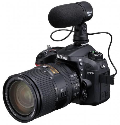 Nikon D7100 mit Mikrofon (Bild: Nikon)