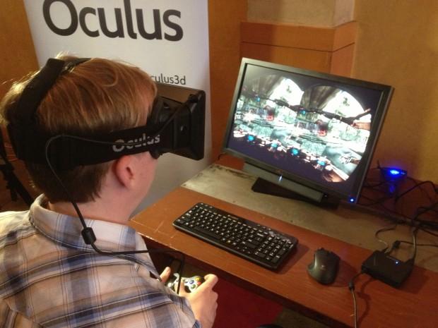 Oculus Rift im Einsatz mit Hawken - auf dem Bildschirm sind die beiden Bilder der zwei Linsen zu sehen. (Bilder: Golem.de)