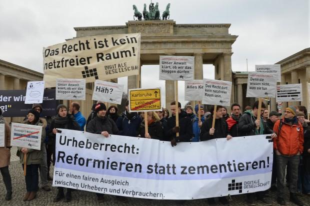 Demonstration gegen das Leistungsschutzrecht vor dem Brandenburger Tor (Bild: Digitale Gesellschaft/CC BY-SA 2.0)