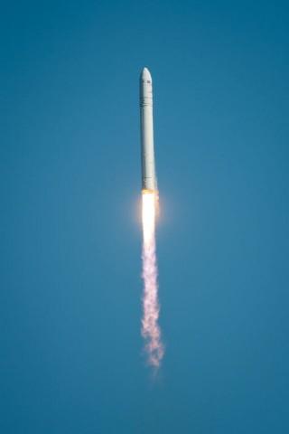Die Trägerrakete Antares kurz nach dem Start (Foto: Bill Ingalls/Nasa)