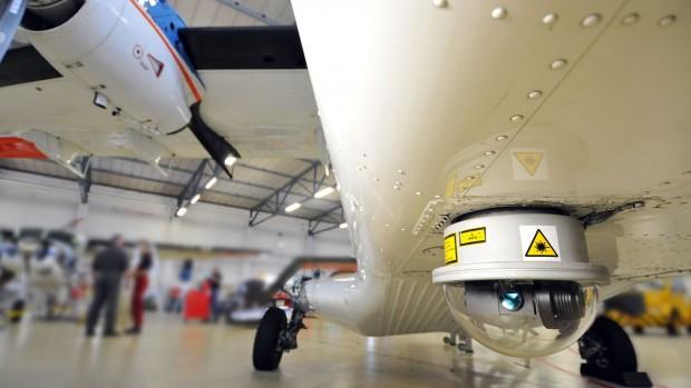 Die Lasereinrichtung unter dem Rumpf der Do 228-212... (Foto: DLR)
