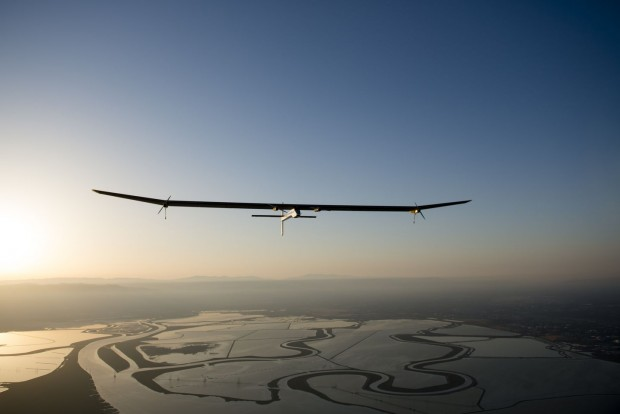 Kurz nach dem Start zu Etappe 1: Solar Impulse... (Foto: Merz/Solar Impulse)