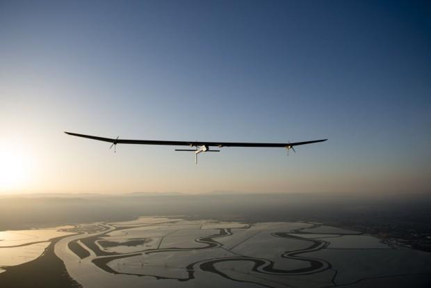 Kurz nach dem Start zu Etappe 1: Solar Impulse... (Foto: Merz/Solar Impulse)