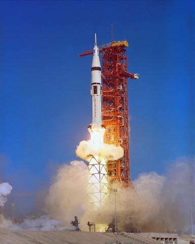Start einer Saturn 1B am 16. November 1973. Sie brachte die dritte und letzte Besatzung zum Skylab. Die Station war am 13. Mai 1973 von einer Saturn 5 ins All transportiert worden. (Foto: Nasa)
