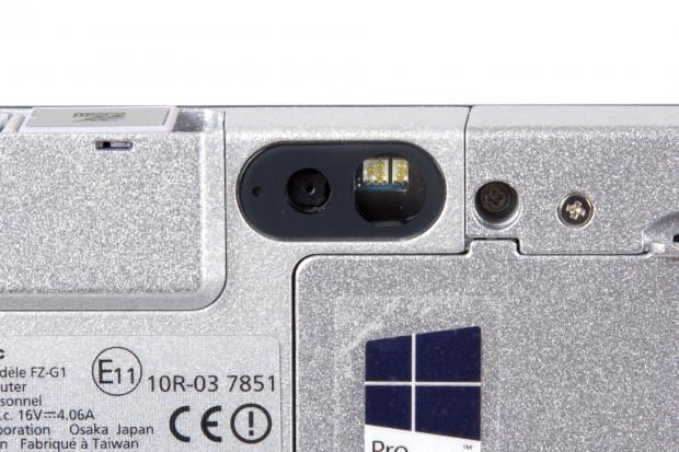 Die Kamera liefert Bilder in Schnappschussqualität, hat aber ein großes Fotolicht mit fünf LEDs.