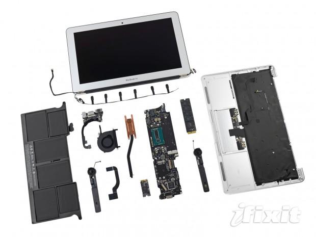 Auseinandergenommenes Macbook Air 11 Zoll von 2013 (Bild: iFixit)