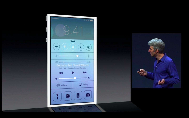 Apple: iOS 7 mit Multitasking und neuem Interface - Ein Wisch von unten zeigt das neue Control Center. (Bild: Apple/Screenshot: Golem.de)