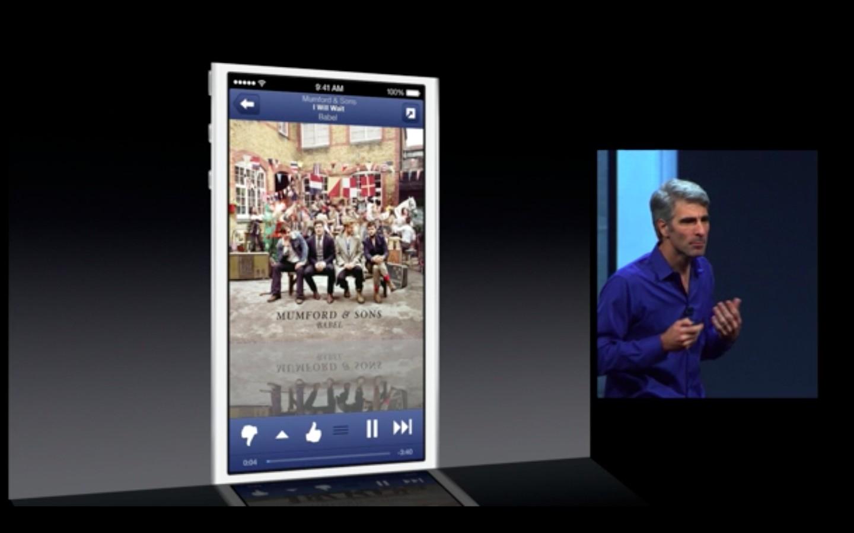 Apple: iOS 7 mit Multitasking und neuem Interface - Multitasking nicht nur... (Bild: Apple/Screenshot: Golem.de)