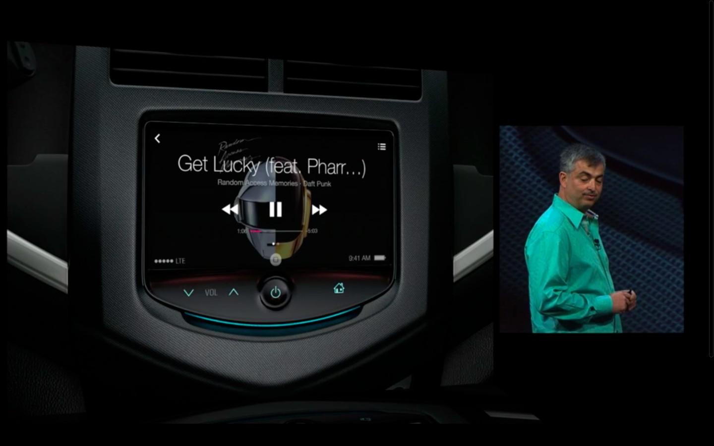Apple: iOS 7 mit Multitasking und neuem Interface - iTunes im Auto (Bild: Apple/Screenshot: Golem.de)