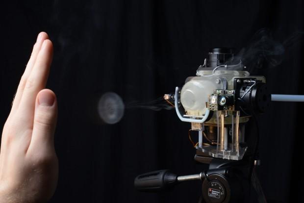 Aireal emittiert Wirbelringe, die auf der Haut spürbar sind. (Bilder: Rajinder Sodhi/Disney Research)