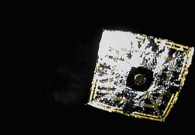 Das japanische Sonnensegel Ikaros nach der Entfaltung im All (Bild: Japan Aerospace Exploration Agency)