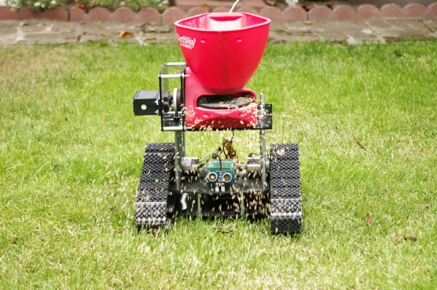 Seed Spreading Robot bei der Arbeit (Bild: Instructables/by-nc-sa)