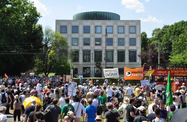 Abschlusskundgebung vor dem Amerika-Haus in München (Fotos aus München: Nico Ernst/Golem.de)