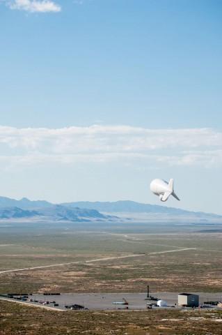 Radar-Luftschiff Jlens im Einsatz (Foto: Raytheon)