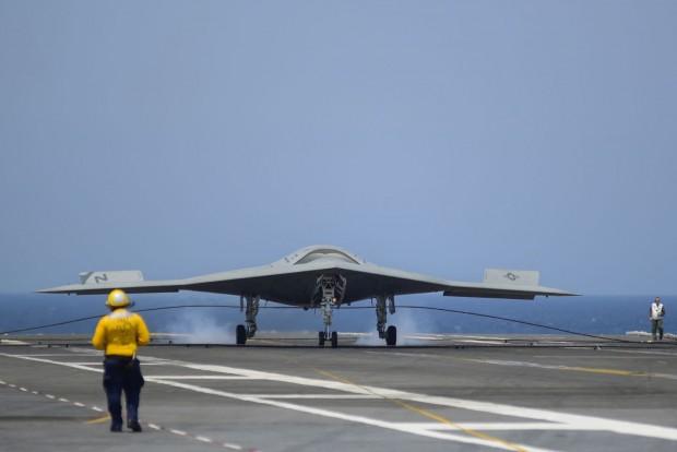 Aufgesetzt: Die Drohne X-47B landet am 10. Juli 2013 auf der USS George H.W. Bush. (Foto: Alan Radecki/US Navy/Northrop Grumman)