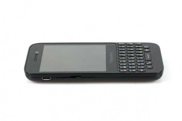 Das Smartphone hat einen 3,1 Zoll großen Bildschirm und eine Tastatur mit 35 Tasten.