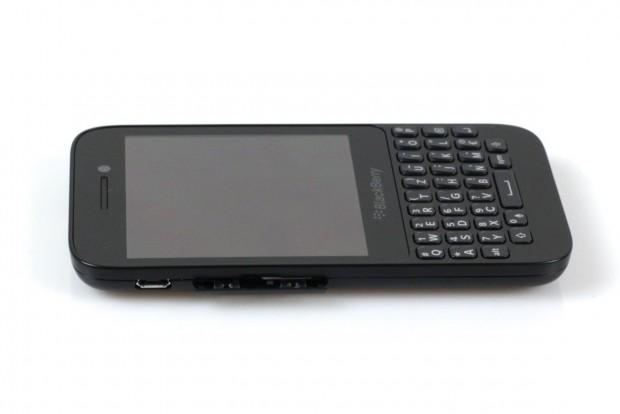 Das Q5 ist 120 x 65,9 mm groß und mit 11,1 mm dicker als andere aktuelle Smartphones.