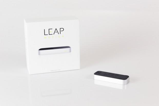 Der Leap Motion Cotroller wird in einer schlichten Verpackung ausgeliefert. (Bild: Fabian Hamacher/Golem.de)