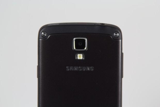 Auf der Rückseite ist eine 8-Megapixel-Kamera angebracht. (Bild: Tobias Költzsch)