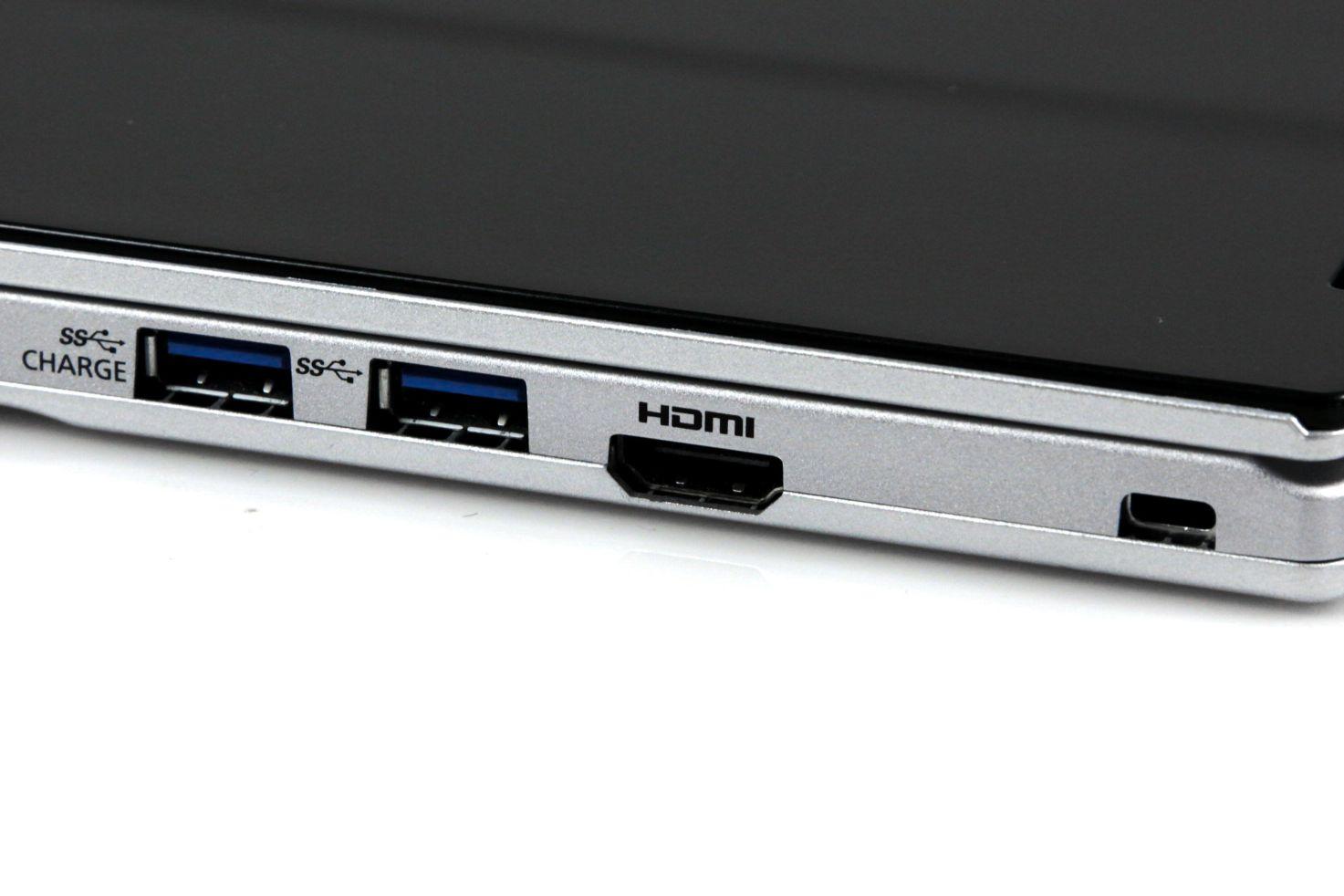 CF-AX2 im Test: Dünnes Toughbook mit Notfallakku und nerviger Tastatur - Die rechte Seite hat einen BC- und einen normalen USB-3-Anschluss sowie den HDMI-Ausgang. (Foto: Nina Sebayang/Golem.de)