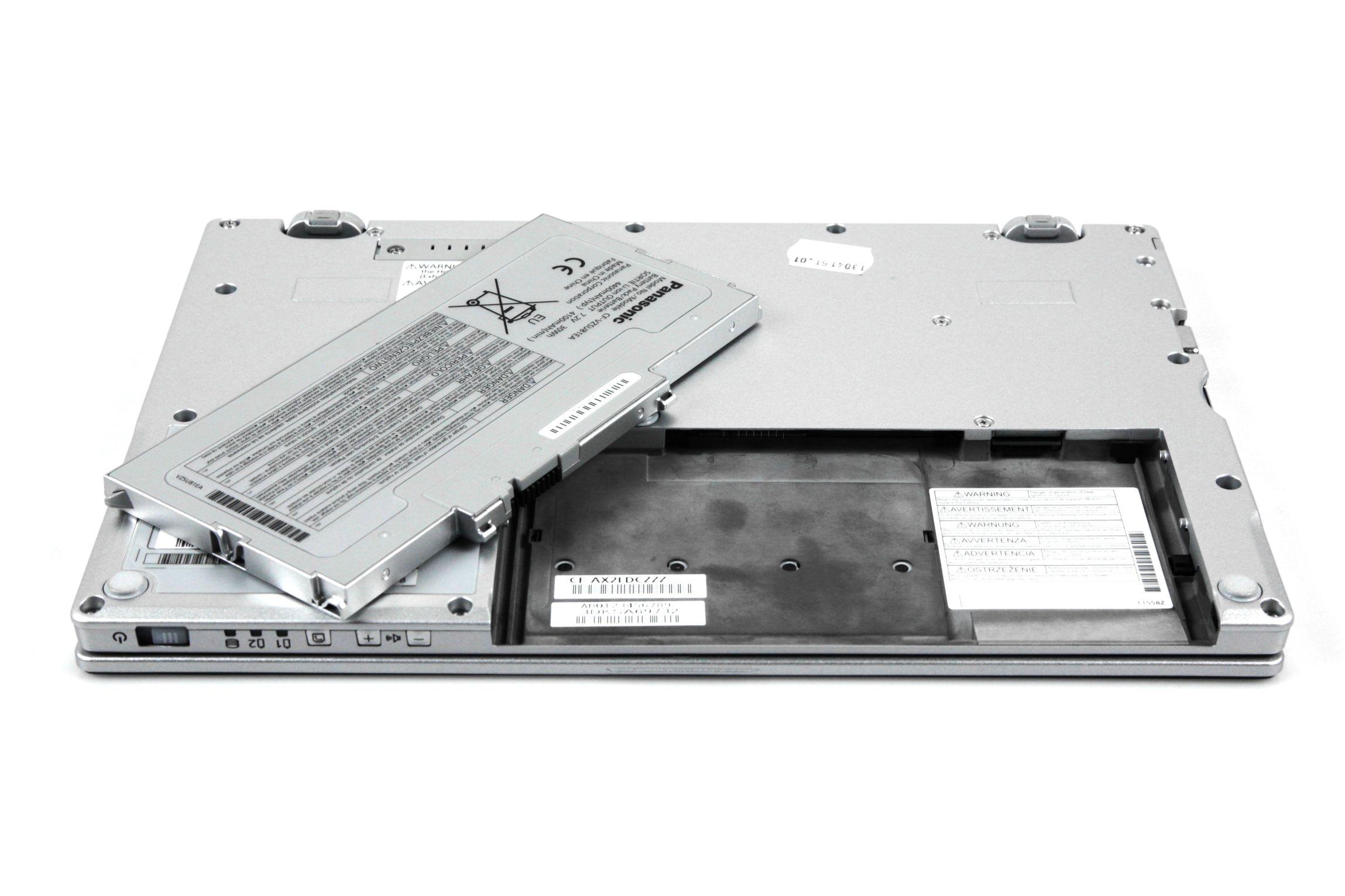 CF-AX2 im Test: Dünnes Toughbook mit Notfallakku und nerviger Tastatur - Im Akkuschacht... (Foto: Nina Sebayang/Golem.de)