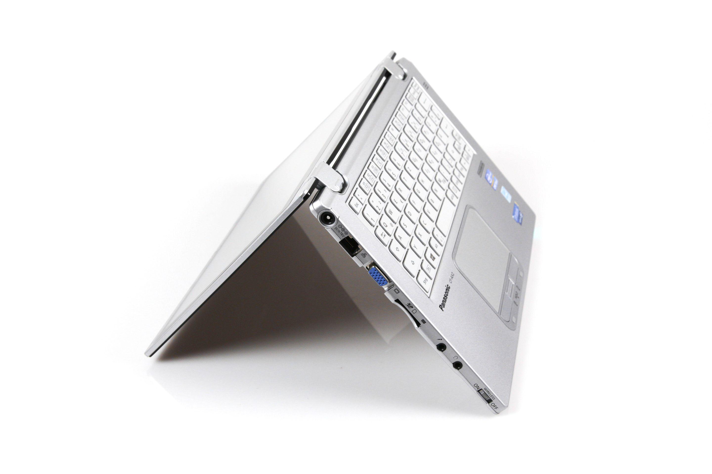 CF-AX2 im Test: Dünnes Toughbook mit Notfallakku und nerviger Tastatur - ... sondern auch ein Convertible,... (Foto: Nina Sebayang/Golem.de)