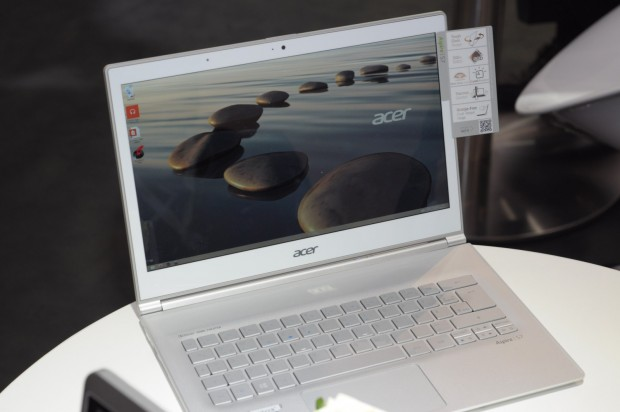 Acer verbessert das IPS-Display von 1.920 x 1.080 Pixeln... (Foto: Andreas Sebayang/Golem.de)