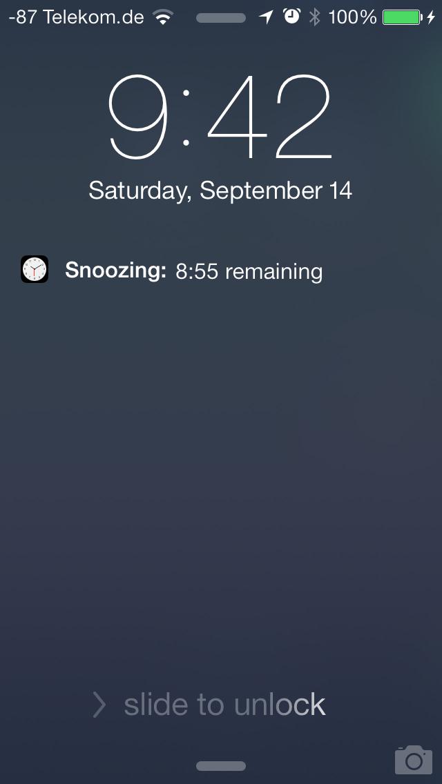 iOS 7 im Test: Bunte Farben und kleine Kompatibilitätsprobleme - Ein Antippen des Weckers bringt leider nur 9 Minuten weiteren Schlaf. (Screenshot: Golem.de)