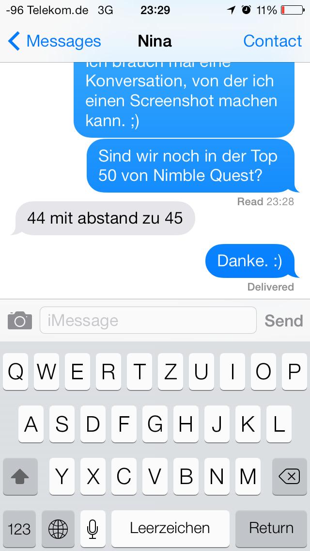 iOS 7 im Test: Bunte Farben und kleine Kompatibilitätsprobleme - Neue Messages-App. Ein Wisch nach links offenbart die genauen Uhrzeiten. (Screenshot: Golem.de)