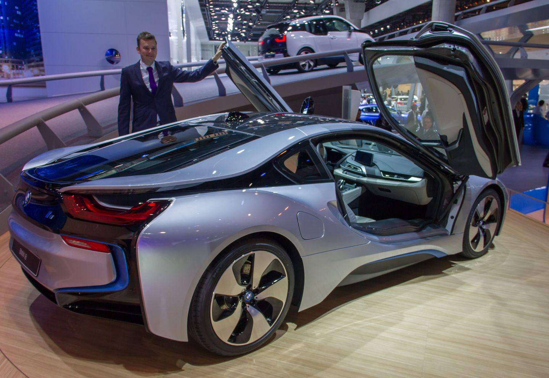 BMW i8: Schicker Hybridsportwagen mit Scherentüren - .. der laut BMW nur 2,5 Liter Treibstoff auf 100 Kilometern verbraucht. (Foto: Werner Pluta/Golem.de)