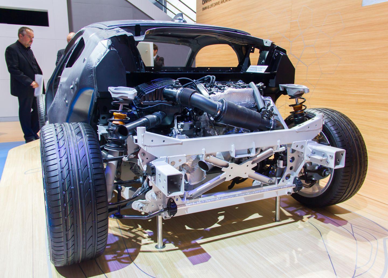 BMW i8: Schicker Hybridsportwagen mit Scherentüren -