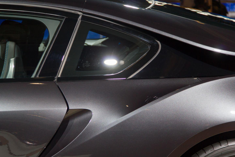 BMW i8: Schicker Hybridsportwagen mit Scherentüren - Das Auto soll noch in diesem Jahr auf den Markt kommen. (Foto: Werner  Pluta/Golem.de)