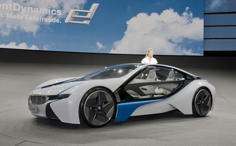 BMW i8: Schicker Hybridsportwagen mit Scherentüren - Zukunftsmusik: 2009 hatte BMW auf der IAA die Studie Vision Efficient Dynamics gezeigt, die zum i8 weiterentwickelt wurde. (Foto: Werner Pluta/Golem.de)