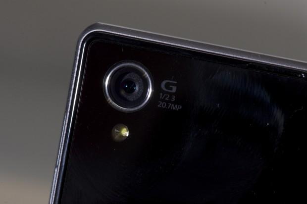 Sonys Xperia Z1 besitzt dieselbe Sensorgröße wie das neue QX10-Objektiv. (Foto: Andreas Sebayang/Golem.de)
