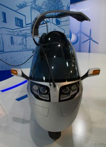Der Monotracer MTE 150 Electric ist ein einspuriges Elektrofahrzeug... (Foto: Werner Pluta/Golem.de)