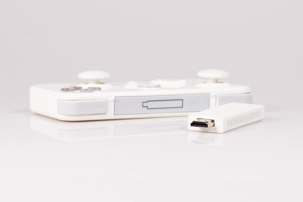 Das Gamepad dient als Aufbewahrungsort für den Gamestick. (Bild: Fabian Hamacher/Golem.de)