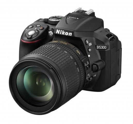 Die D5300 mit dem Kit-Objektiv 18-105 (Fotos: Nikon)