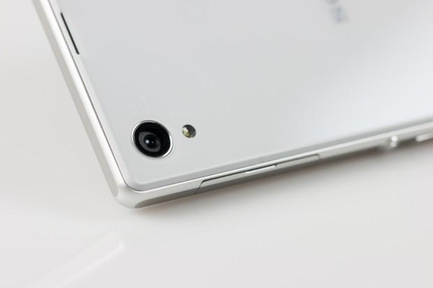 Sony hat eine 20,7-Megapixel-Kamera eingebaut, die dank eines Exmor-Prozessors und Digitalkamera-Algorithmen bessere Fotos machen soll. (Bild: Tobias Költzsch/Golem.de)