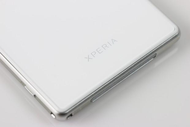 Das Gehäuse des Xperia Z1 ist aus Aluminium, die Rückseite aus Glas. (Bild: Tobias Költzsch/Golem.de)