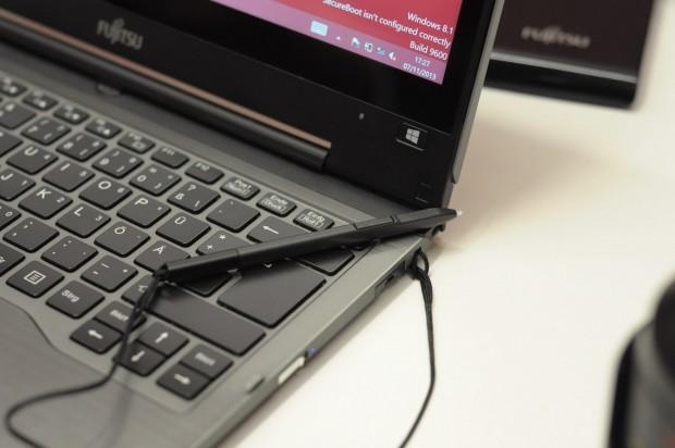 Der Stift bietet eine Kontexttaste und Druckempfindlichkeit. (Foto: Andreas Sebayang/Golem.de)