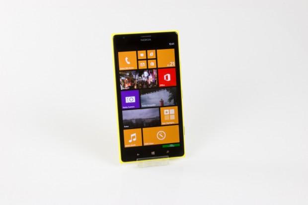Das neue Lumia 1520 von Nokia ist das erste Windows-Phone-Smartphone mit 6 Zoll großem Display mit 1.080p-Auflösung. (Bild: Tobias Költzsch/Golem.de)