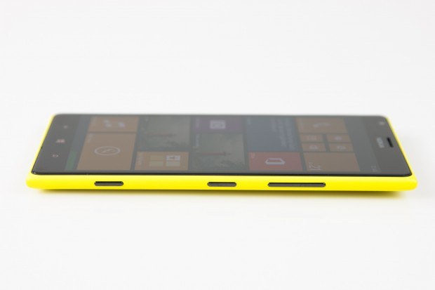 Im Inneren des Smartphones arbeitet erstmals bei einem Windows-Phone-Smartphone ein Quad-Core-Prozessor. (Bild: Tobias Költzsch/Golem.de)