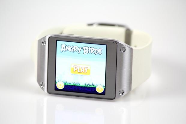 Über ADB können auf der Galaxy Gear auch normale Android-Apps installiert werden, beispielsweise das Spiel Angdy Birds. (Bild: Tobias Költzsch/Golem.de)
