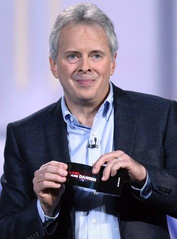 Brian Berkley von Samsungs Displayforschung zeigte auf der Consumer Electronics Show (CES) 2013 in Las Vegas den Prototyp des flexiblen Youm-Displays. (Bild: Justin Sullivan/Getty Images)