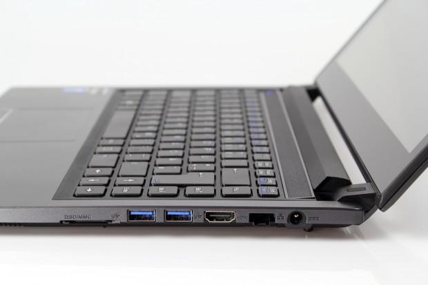 Auf der rechten Seite befinden sich Kartenleser, USB, HDMI und Ethernet. (Bild: Tobias Költzsch/Golem.de)