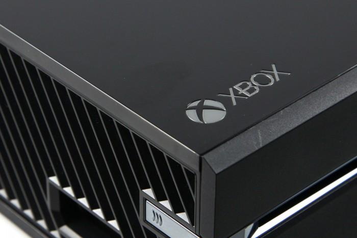 Die Oberfläche der Xbox One verschmiert schnell