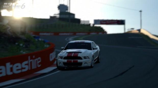 Die Replays von Gran Turismo 6 werden aus interessanten Winkeln in Szene gesetzt.